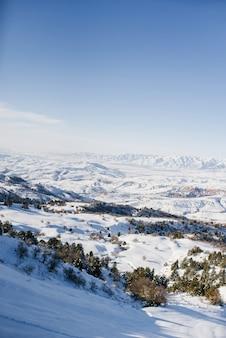 中央アジア、ウズベキスタン、天山山脈の場所。