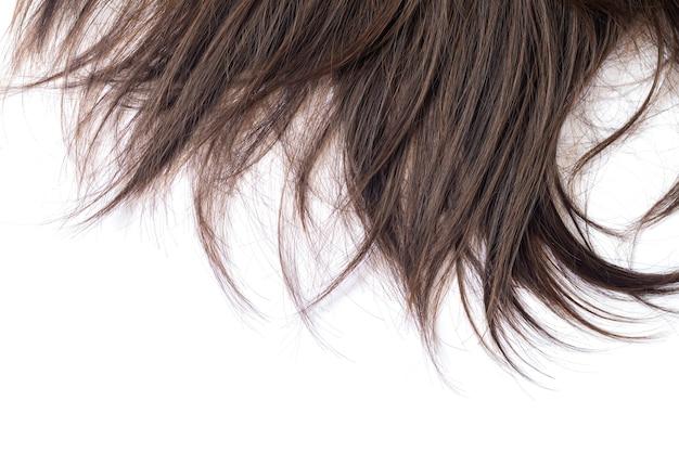 어두운 갈색 머리 스트레이트 헤어 케어 또는 확장 개념의 잠금