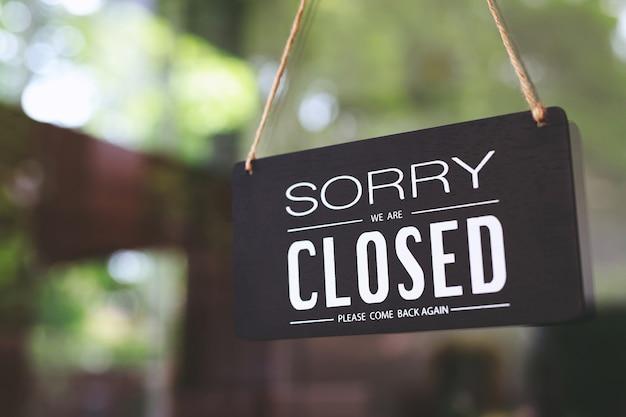 폐쇄, 사회적 거리로 인해 폐쇄 된 상점 covid 19 예방
