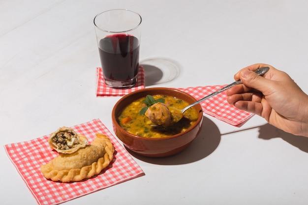 Locro. типичная еда из аргентины и латинской америки.