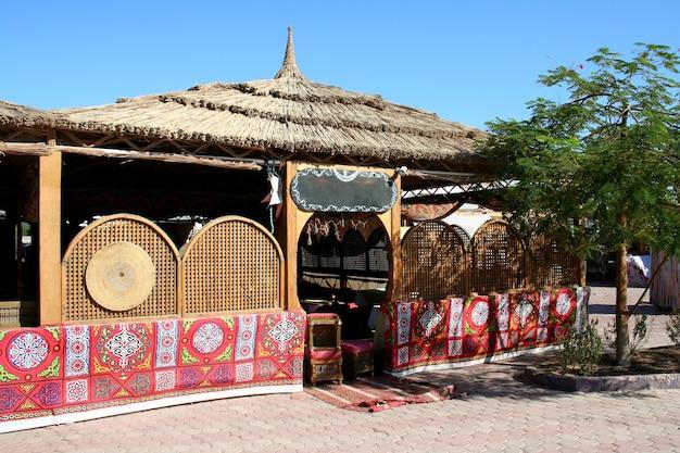 エジプトのホテルで休憩する観光客のためのロッジ