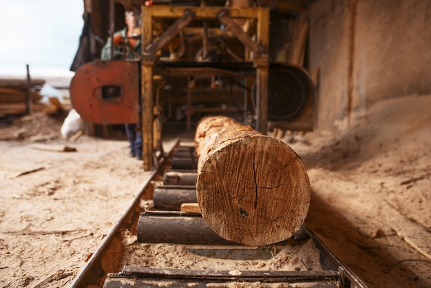 木工機械にログオン、誰も、製材所