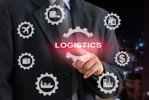 Логистический бизнес подключение бизнес-технологий по всему миру для импорта и экспорта. бизнесмен касаясь интерфейса виртуального экрана значка цифрового бизнеса.