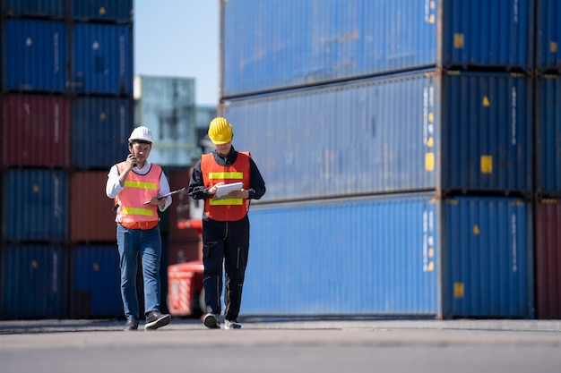 Инженер по логистике, контроль в порту, загрузка контейнеров для грузовых автомобилей, экспорт и импорт логистики
