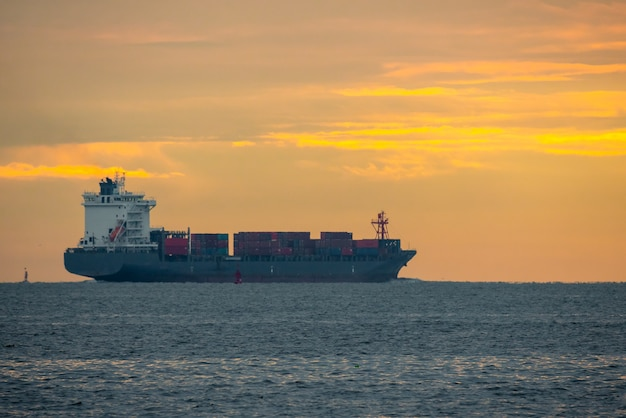 물류 수입 수출 컨테이너 화물선 일몰 하늘에 항구에서, 컨테이너 선박 보트로화물 운송