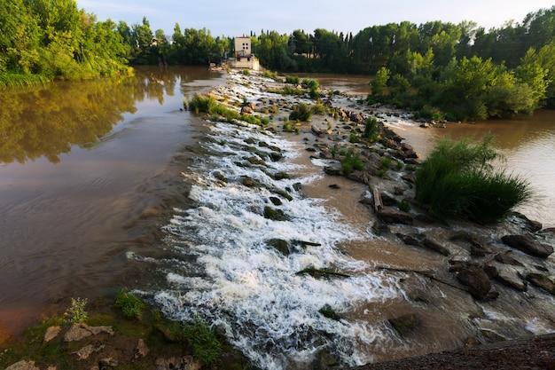 Logronoのebroのダム。スペイン