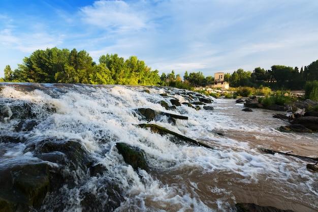 Logronoのebroでダム。スペイン
