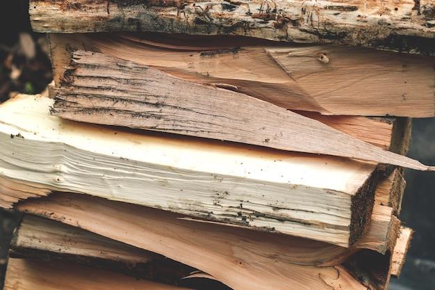 シシカバブまたは暖炉の丸太。薪を結ぶ。