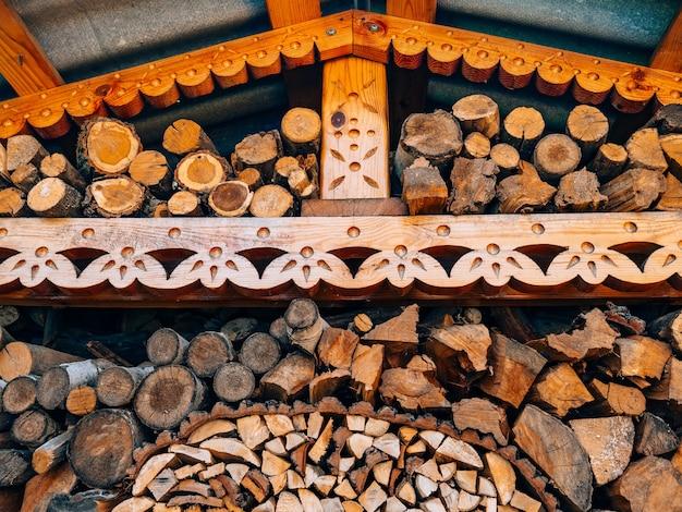 나무 톱질 한 나무의 로그