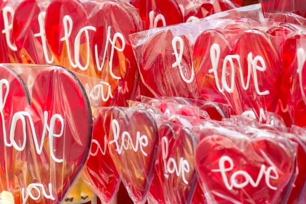 Сердцевидные красные lolipops