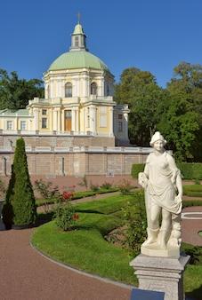 ロモノソフサンクトペテルブルクロシア090520ボルショイメンシコフ宮殿の下庭