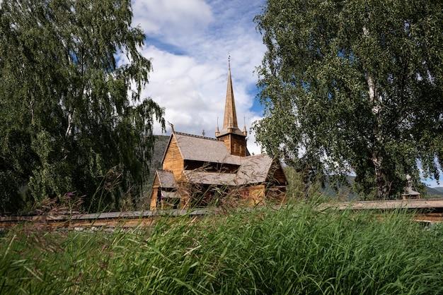 Lomskyrkja - 롬의 교회. 스칸디나비아 목조 건축입니다. 노르웨이의 멋진 관광 명소