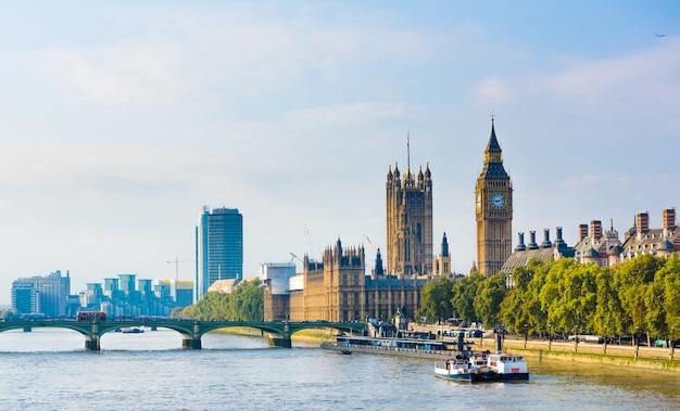 London city skyline, united kingdom Premium Photo