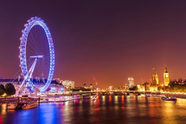 イギリス、ロンドンシティスカイライン、