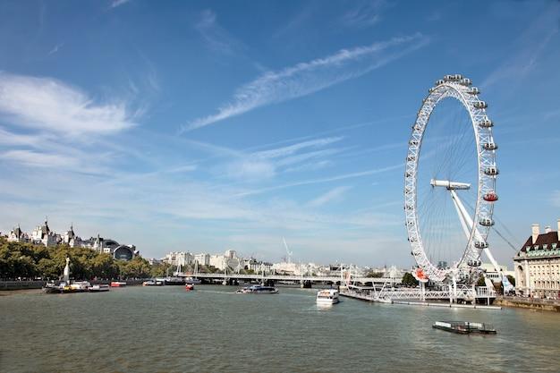 Река темза с london eye