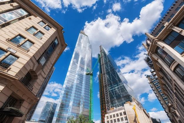 Лондон, великобритания, небоскребы в финансовом районе.