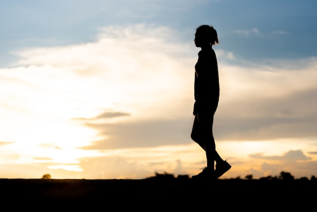 Одинокая грустная женщина