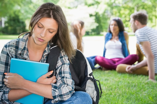 孤独な学生感覚がキャンパスで除外されている