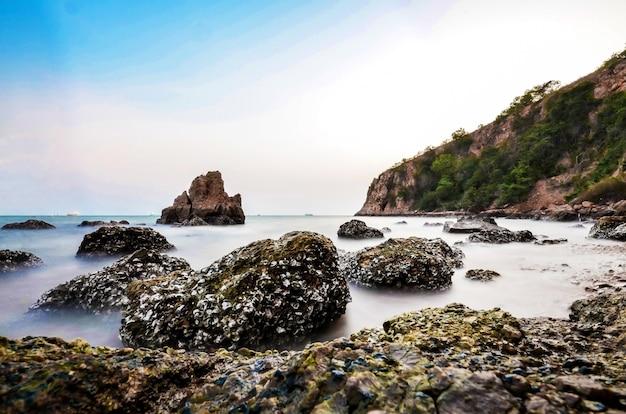 海と岩の長い暴露
