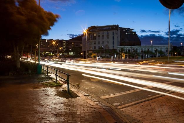 도시에서 거리의 긴 노출