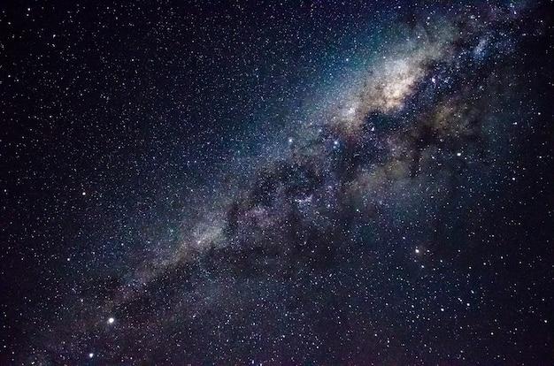 은하수 중심의 장 노출 사진