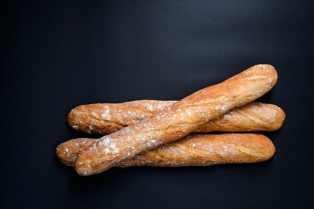 小麦粉の長いパン