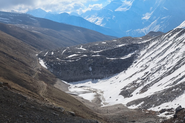 Long pathway to the larke pass in himalayas