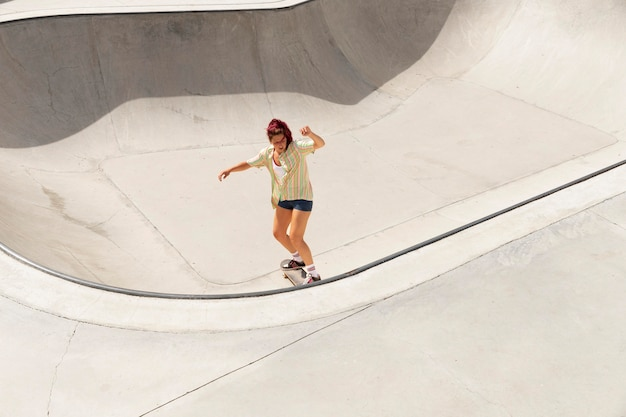 Long shot woman on skateboard