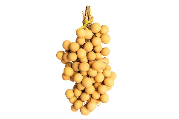 白い背景に分離されたリュウガンの果実