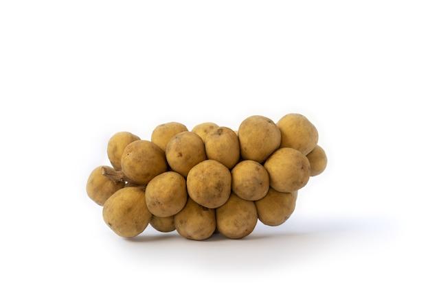 Longkong(dookoo、duku、dokong、langsat)は、ランサと同じ種の果物で、皮は厚く、樹脂はなく、甘い味がします。