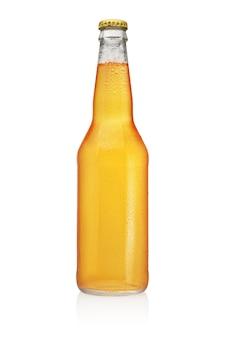 ロングネック ビール瓶が分離されました。透明、ラベルなし、水滴。
