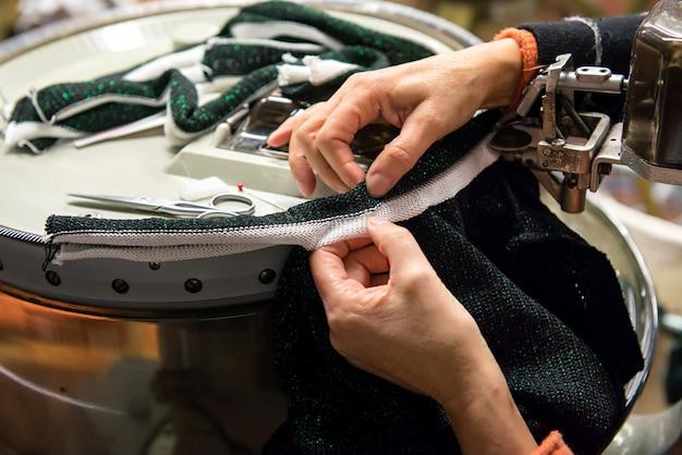 Looping machine operator