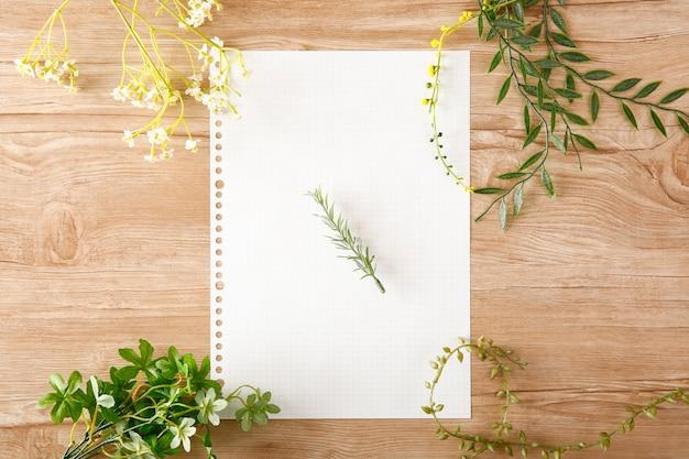 Вкладыш на деревянный стол и зеленый окраска его