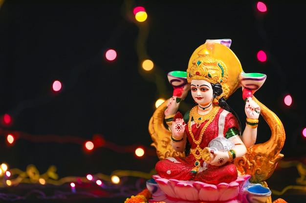 インドのフェスティバルディワリ祭でのラクシュミ卿の像