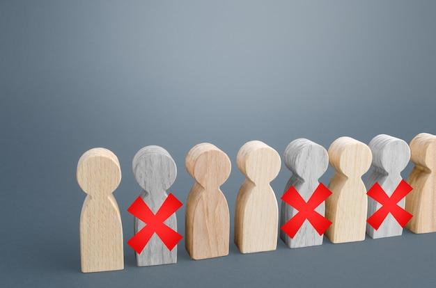 失業と大規模なスタッフの従業員の人員削減。