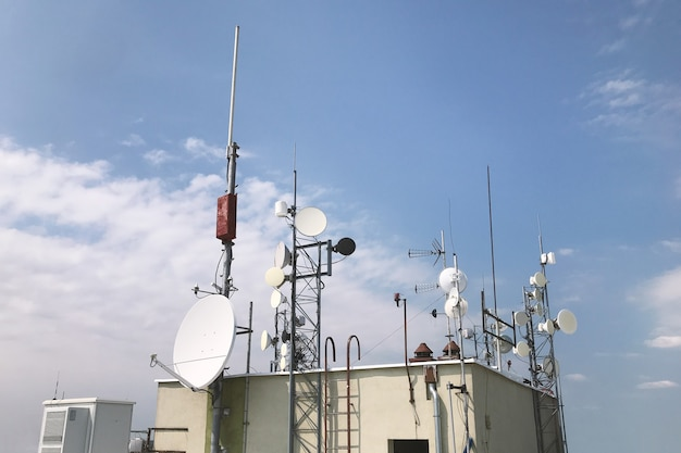 A lot of different antennas on the roof of the house