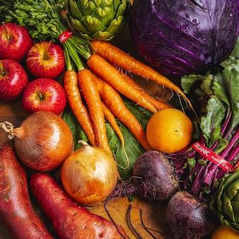 Много разных свежих овощей
