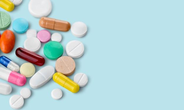 Крупным планом вид много разных таблеток