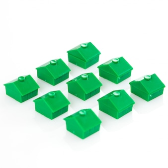 Много игрушечных домов