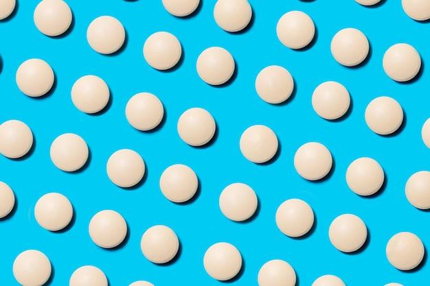 白い錠剤がたくさん Premium写真