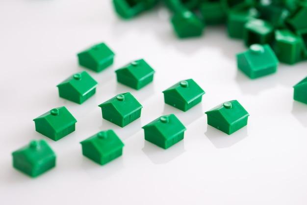 Molte case giocattolo