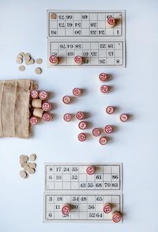 Семейная настольная игра lotto. играйте дома в холодный зимний день или в условиях новой пандемии.