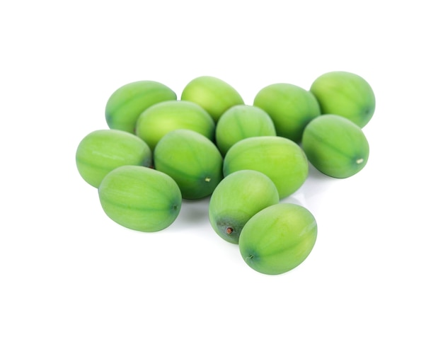 Семена лотоса зеленые на белом фоне.