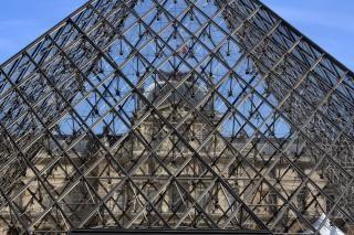 Louvreパリ