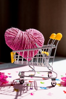 Love heart gift box in a shopping cart trolley.shopping stores to buy love heart concept. valentine day. find couple lover.heart in shopping cart