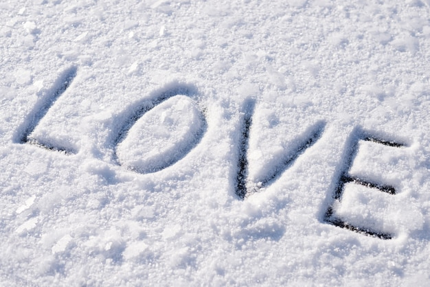 Любовная надпись на снегу