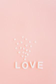 Любовная надпись с белыми сердечками
