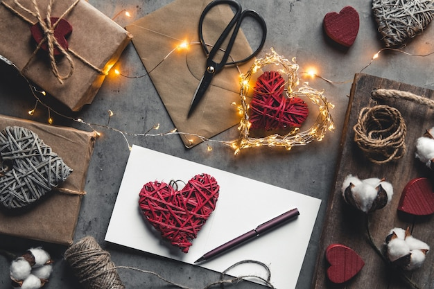 愛のメッセージバレンタインデー。準備、ギフトラッピング、綿花、はがき