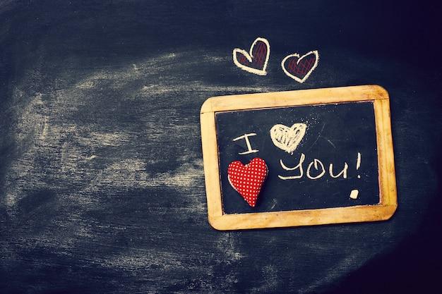 칠판에 마음 사랑 또는 발렌타인 개념을