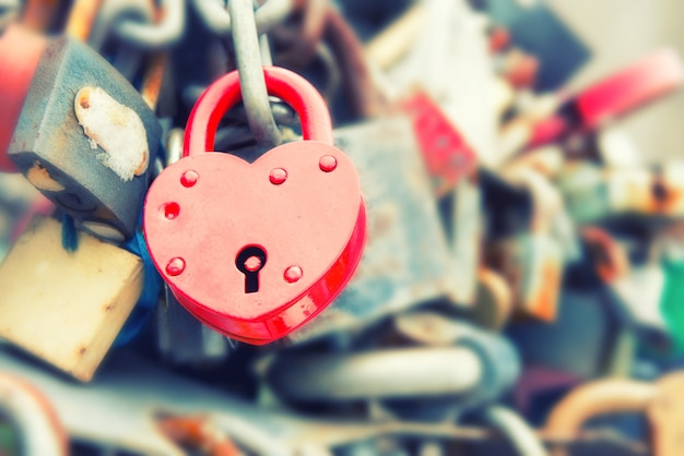 Любовь красный романтический замок на мосту, instagram как фильтр